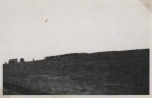 Eine der ersten Beerdigungen auf dem Friedhof Jammertal, Sommer 1943
